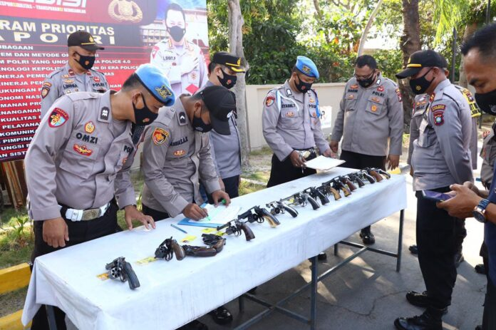 Polres Karimun gelar pemeriksaan senjata api milik mereka, Kamis (4/3/2021). Foto Suryakepri.com/YAHYA