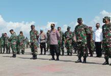 Prosesi pelepasan para prajurit oleh Panglima TNI Republik Indonesia, Marsekal TNI Hadi Tjahjanto, Batu Ampar, Batam (5/3/2021)