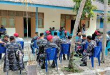Personel Lanal Karimun tengah antre mendapatkan vaksin Covid-19 di Puskesmas Karimun, Sabtu (6/3/2021). Foto Suryakepri.com/YAHYA