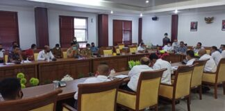 Warga dari Perumahan Bandara Mas, dan Perumahan Cendana, Batam Center, Batam, Kepulauan Riau mendatangi Komisi III DPRD Kota Batam, guna melakukan Rapat Dengan Pendapat (RDP), Senin (8/3/2021) pagi.