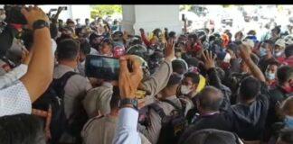 Aksi unjuk rasa PKNTT Batam di DPRD Batam