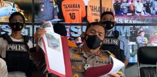 Kapolres Karimun AKBP Muhammad Adenan merilis pengungkapan kasus TKI ilegal, Kamis (18/3/2021). Foto Suryakepri.com/YAHYA