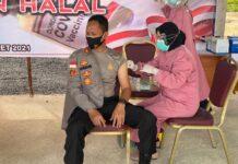 Kapolres Bintan AKBP Bambang Sugihartono saat disuntik vaksin dosis kedua (Suryakepri.com)