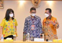 Gubernur Kepri Ansar Ahmad (kanan) saat bersama Sandiaga Salahudin Uno (Tengah), Batam (20/03/2021)