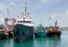 Dua kapal penangkap ikan asal Vietnam diperairan Natuna, Kepri diamankan kapal patroli Baharkam Mabes Polri, Minggu (21/3/2021).