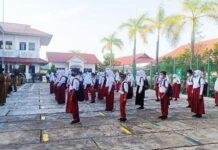 Siswa kelas VI sd 06 sekupang saat bersiap untuk sekolah tatap muka