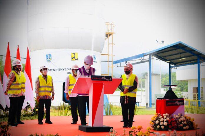 Presiden Joko Widodo meresmikan SPAM Umbulan dibangun dan dioperasikan oleh PT Meta Adhya Tirta Umbulan, salah satu perusahaan yang bernaung di bawah bendera yang sama dengan PT Adhya Tirta Batam (ATB). (Foto: Laily Rachev - BPMI Setpres)