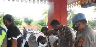 Personel Polres Tanjungpinang saat melaksanakan kegiatan tes urine (Suryakepri.com)