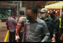 Tersangka AS saat diamankan Tim Tabur Kejaksaaan (Suryakepri.com/ist)