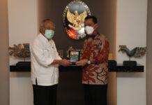 Gubernur Kepri Ansar Ahmad melakukan pertemuan dengan Menteri PUPR di Jakarta, Senin (29/03), terkait pembangunan jembatan Batam - Bintan.