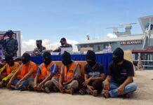Penyelundupan rokok ilegal tersebut digagalkan kapal patroli KRI Alamang, saat ribuan bal rokok akan dikirim ke daerah Tanjung Berakit, pada Sabtu (27/3/2021) dini hari. Foto/IST
