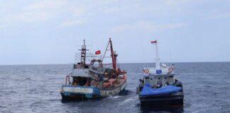 Kapal patroli Pangkalan Pengawasan Sumber Daya Kelautan Perikanan (PSDKP) Batam berhasil menangkap 1 unit kapal asing (KIA) asal Vietnam di perairan Natuna, Selasa (27/4/2021) sore.