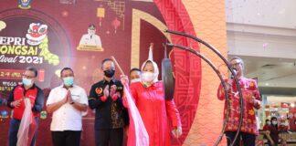 Marlin saat menutup secara resmi Kepri Barongsai Festival 2021 di Atrium Mega Mall Batamcentre, Ahad (4/4) petang.