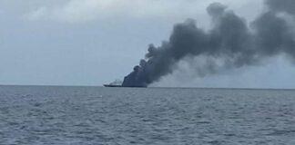 Ilustrasi kapal terbakar di tengah laut. (Antara Foto/Dok Basarnas)
