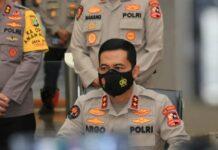 Kadiv Humas Polri Irjen Pol Argo Yuwono menjelaskan Munarman diduga menggerakkan orang lain untuk melakukan tindak pidana terorisme. Selain itu, Munarman juga diduga menyembunyikan informasi perihal terorisme. (Foto: Humas Polsi)