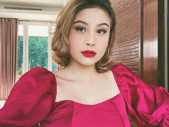 Karin Novilda Sulaiman, dikenal dengan nama Awkarin adalah seorang selebriti internet asal Indonesia yang aktif di media sosial seperti Instagram, Twitter dan YouTube. Ia juga merilis sebuah blog dengan nama Novilda Writes, too! Karin lahir di Jakarta pada 29 November 1997 (usia 23 tahun), atau berzodiak Sagitarius.