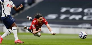 Striker Manchester United Edinson Cavani merunduk untuk menyundul bola rendah kiriman Mason Greenwood untuk mencetak gol ketiga Setan Merah ke gawang Tottenham Hotspur pada laga Liga Inggris di Stadion Tottenham Hotspur, Minggu (11/4/2021). MU menang 3-1 atas tuan rumah setelah tertinggal 1-0 terlebih dahulu. (Foto dari Premierleague.com)