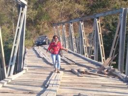 Jembatan Termanu atau Talmanu, satu-satunya akses darat ke wilayah Kecamatan Amfoang Timur, kini telah putus dan bangkainya pun telah hilang dibawa banjir bandang akibat badai siklon tropis Seroja yang menghantam seluruh wilayah NTT pada 4-5 April 2021. (Foto: Rental Mobil Tirosa)