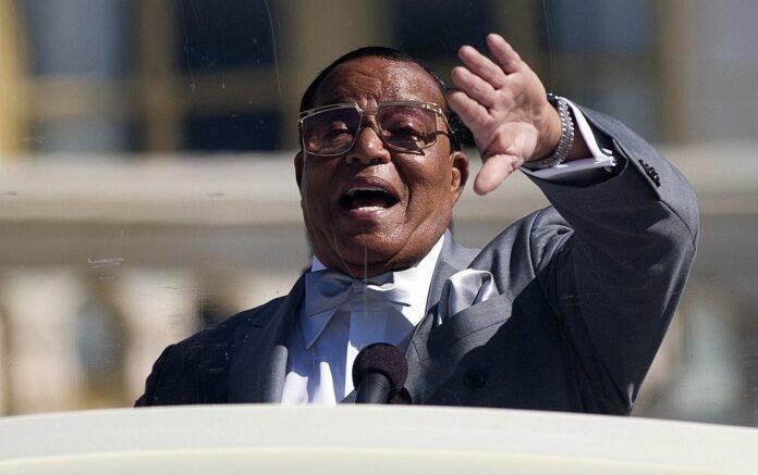 Pemimpin Nation of Islam Louis Farrakhan berbicara dalam rapat umum untuk memperingati 20 tahun March Million Man, di Capitol Hill di Washington, 10 Oktober 2015. (AP / Evan Vucci via Times of Israel)