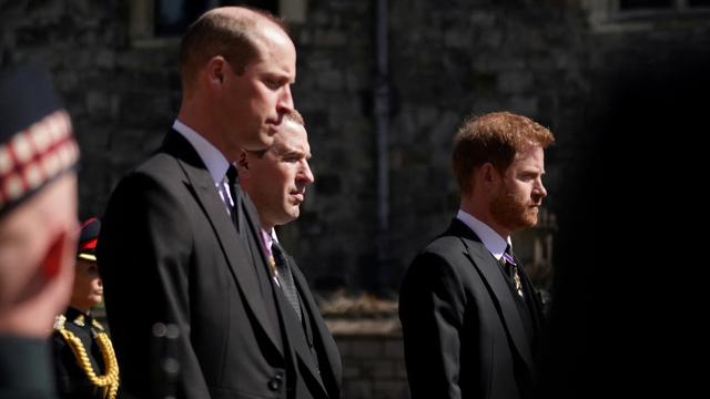 Pangeran William dan Pangeran Harry di prosesi pemakaman Pangeran Philip (Foto:kumparan.com)