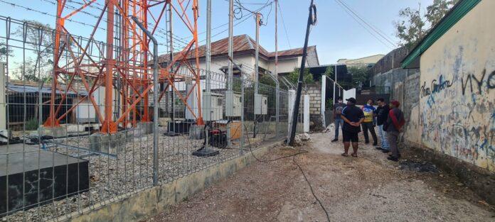 Upaya pemulihan Jaringan telekomunikasi di Kota Kupang NTT pasca hantaman badai siklon tropis Seroja yang menghantam daerah itu pada 4-5 April 2021. (Foto: Istimewa)