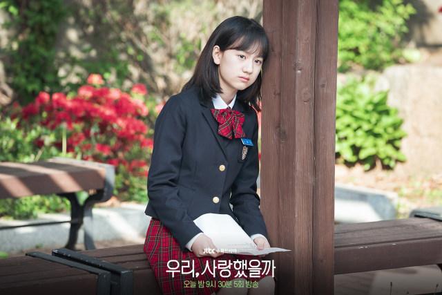 Um Chae-Young, artis cilik Korea Selatan yang melejit setelah berakting dalam drama seri 'Was It Love?'. Drama yang bercerita tentang anak yang galau mencari ayah kandung. Dia lahir di Korea Selatan pada 2 Maret 2007 (14 tahun) atau berzodiak Pisces.