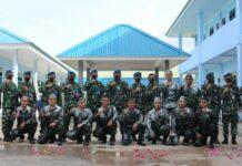 Danlanud RHF Kolonel Pnb Andi Wijanarko foto bersama dengan prajuritnya yang menerima kenaikan pangkat (Suryakepri.com)