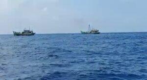 Dua Kapal penangkap ikan China