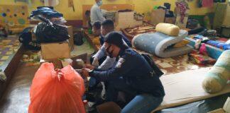 Petugas saat merazia Lapas Umum dan Narkotika Tanjungpinang (Suryakepri.com/ist)