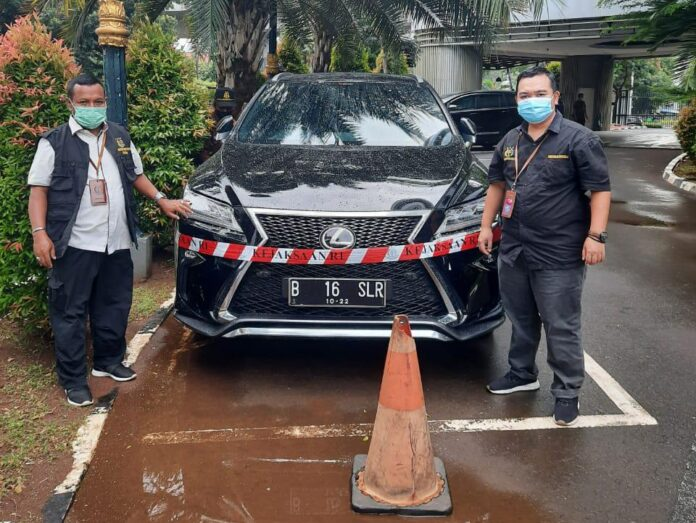 Mobil Lexus disita jaksa terkait korupsi PT ASABRI (Suryakepri.com/ist)