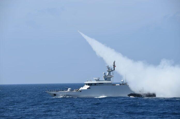 Kepala Staf Angkatan Laut (Kasal) Laksamana TNI Yudo Margono memimpin langsung penembakan senjata strategis Rudal C-705 dari pusat informasi tempur (PIT) KRI I Gusti Ngurah Rai-332 (Suryakepri.com)