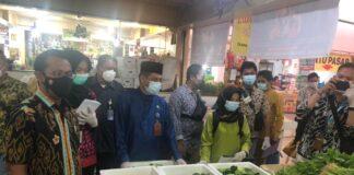 Satgas pangan Polda Kepri, dan Polresta Barelang beserta instansi terkait menggelar sidak pasar jelang Ramadhan 1442 H, Kota Batam, Senin (12/04/2021)