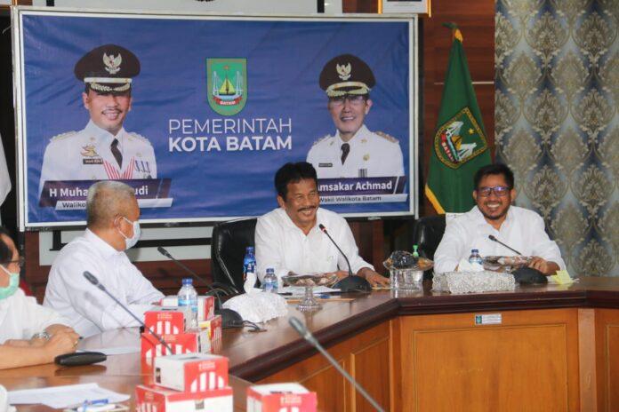 Wali Kota Batam Muhammad Rudi membuka kegiatan rembuk stunting tingkat Kota Batam Tahun 2021, yang diikuti para lurah, camat hingga kepala-kepala puskesmas, dan juga dihadiri Ketua DPRD Batam Nuryanto.