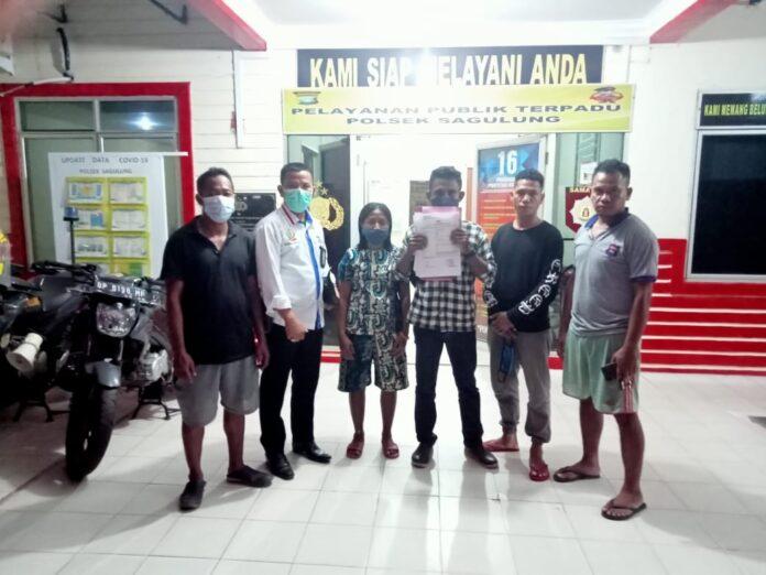 Keluarga Siprianus Apiatus bin Philipus (27), warga binaan di Rutan Kelas II A Batam yang diduga tewas dianiaya, Sabtu (10/4/2021) kemarin resmi membuat laporan Kepolisian.