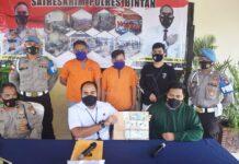 Kasatreskrim Polres Bintan AKP Dwihatmoko Wiroseno saat merilis penangkapan dua pelaku (Suryakepri.com)