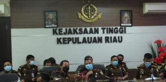 Kajati dan Wakajati Kepri bersama pejabat utamanya mengikuti bimtek persiapan penilaian pembangunan zona integritas tahun 2021 dari Jamwas Kejagung lewat virtual (Suryakepri.com)