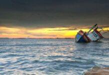 Ilustrasi Kapal tenggelam - Setidaknya 41 orang tewas setelah insiden tenggelamnya kapal di lepas pantai Tunisia, Jumat (16/4/2021).