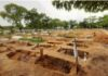 Diguyur hujan deras, puluhan makam di Pekanbaru amblas.