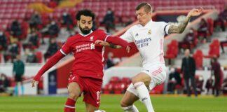 Penyerang Liverpool Mohamed Salah (kiri) bertarung dengan pemain Real Madrid Toni Kroos. (Foto dari Sky Sports)
