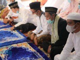 APRI SUJADI - Bupati Bintan, Apri Sujadi memilih untuk menunaikan Salat Idul Fitri 1442 Hijriah bersama keluarga di rumah Wacopek, Kecamatan Bintan Timur, Kabupaten Bintan, Provinsi Kepulauan Riau (Kepri), Kamis (13/5/2021) pagi.