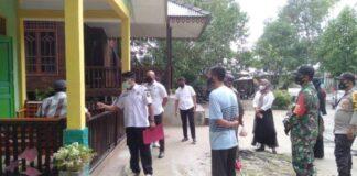 Tim Satgas Penanganan Covid-19 Kecamatan Singkep Pesisir temui warga Desa Kote yang terpapar Corona, Rabu (19/5/2021)