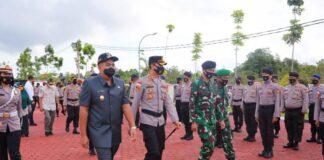 Wakil Bupati (Wabup) Kabupaten Bintan, Roby Kurniawan, memimpin apel gelar pasukan Operasi Ketupat Seligi 2021 di Halaman Mapolres Bintan, Rabu (5/5/2021).