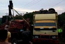 Kecelakaan di Bintan, Dua Truk Tabrakan di Jalan Raya Lama, Sopir Alami Luka-luka. Foto dua truk yang mengalami tabrakan di jalan Raya Lama Tanjungpinang-Tanjunguban, Kilometer (Km) 77, Kecamatan Teluk Sebong, Kabupaten Bintan, Kamis (20/5/2021)