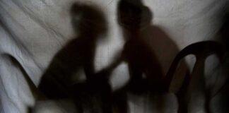 Penggerebekan Pasangan Sejenis di Batam, Warga Usir Penghuni Kos Berduaan Tanpa Busana. Foto Ilustrasi.