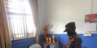 Guru honorer SMKN 5 Batam berinisial MU (41), mengakhiri hidup dengan seutas tali diruangan kerjanya, Sabtu (22/5/2021) pagi.