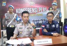 Kabid Humas Polda Sulteng Kombes Didik Supranoto (kiri) dalam konferensi pers pada Rabu (15/1/2020).