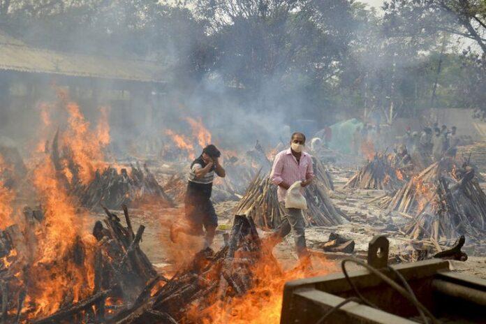 kremasi korban covid-19 di India