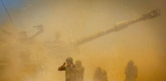 Unit artileri Israel menembak ke arah target di Jalur Gaza, pada 12 Mei 2021.(AP PHOTO)