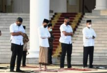 Presiden Joko Widodo melakukan shalat Idul Fitri 1442 Hijriah di Istana Kepresidenan Bogor, Kamis (13/5/2021).