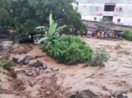 Beginilah penampakan saat pusat kota wisata Parapat, Kabupaten Simalungun diterjang banjir, Kamis (13/5/2021). (Tribun-medan.com/ IST)